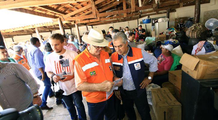 Governador visita desabrigados da cheia do rio Aquidauana e entrega mantimentos-