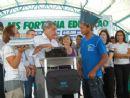 Paulo Roberto recebeu das mãos do governador o seu notebook